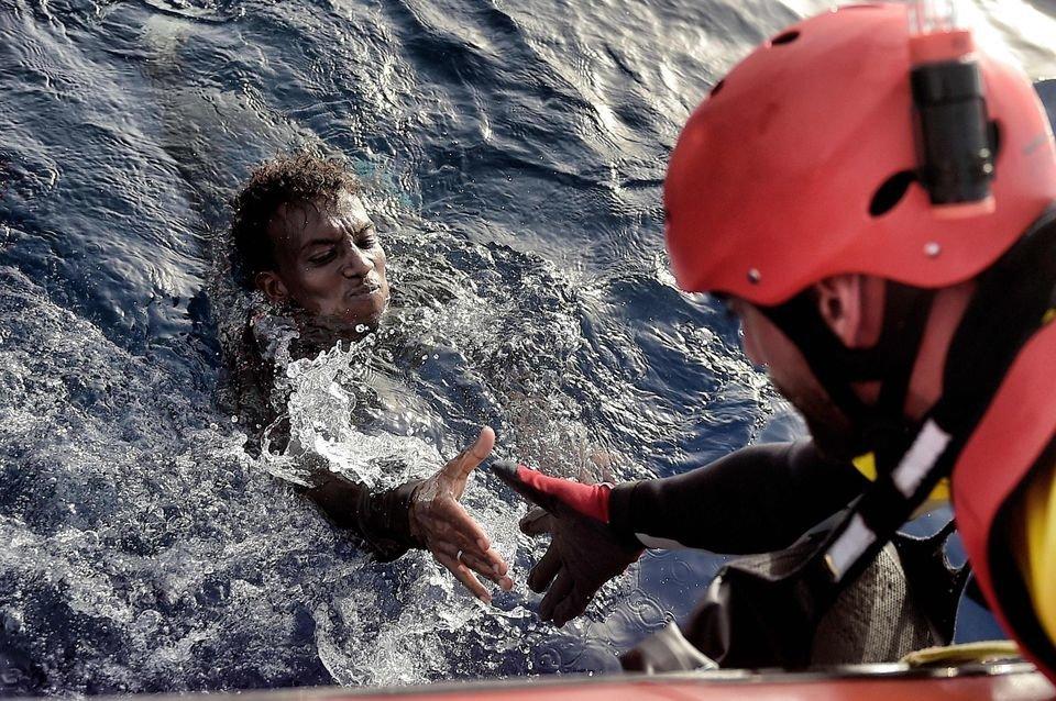 952758-migrant-sauvetage.jpg.1cf21f997b87653e30e930eac819b10b.jpg